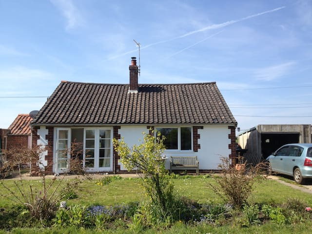 Entire bungalow -  2 beds 4 guests - Swanton Novers