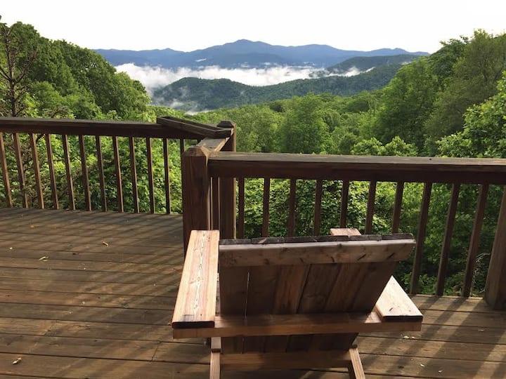 Mountaintop Cabin - Stunning View! Great Wifi!