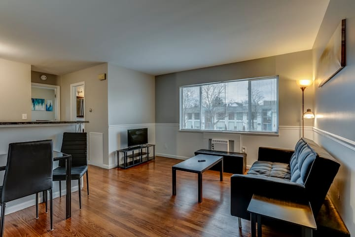 Downtown Royal Oak 1 Bed Move In Ready