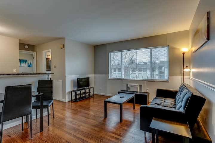 Modern 1 Bedroom Downtown Apartment - Main St
