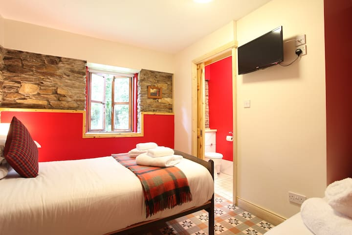The Red Room - Moville Boutique Hostel