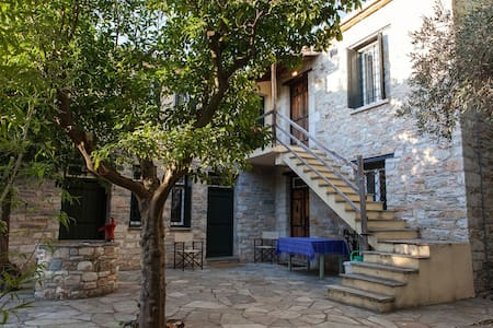 "Spacious stone ""Villa Kerasia"" by the sea, Pelion"