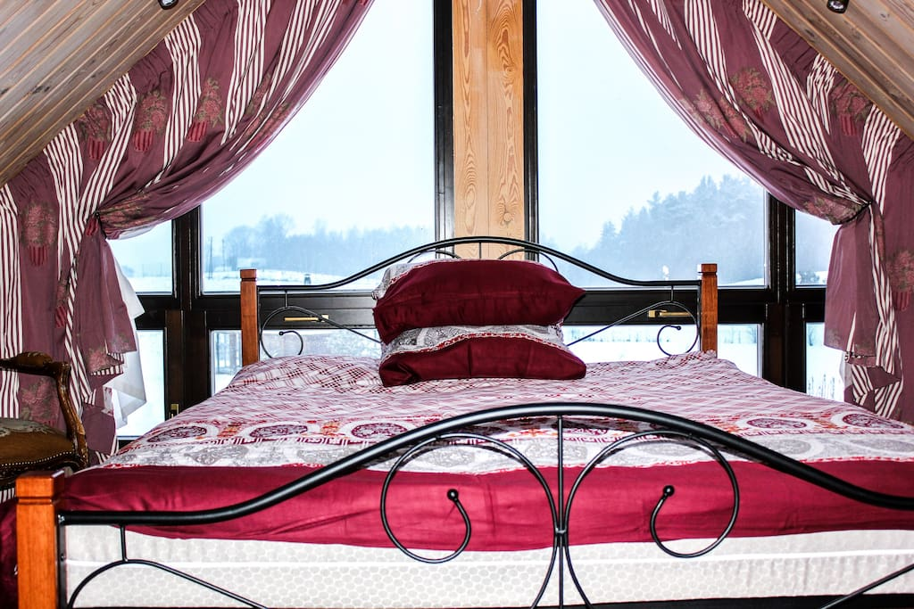 Bedroom with a nice view
