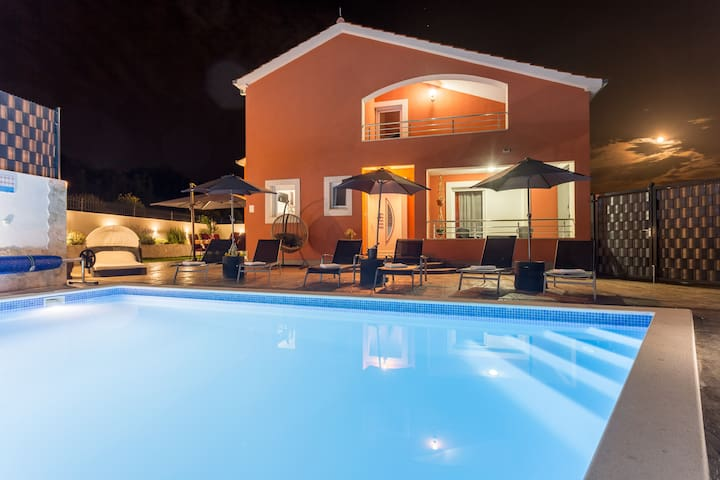 Holiday Home Klarić (heated)  Pool and Jacuzzi****