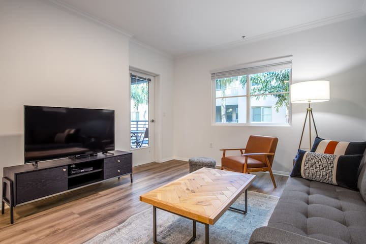 Ideal Hollywood 1BR w/ Gym, Pool & Spa, nr. Sunset Blvd, by Blueground