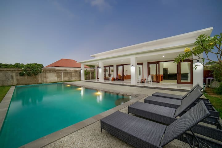 Villa Meninting Syariah, LARGE VILLA, Private Pool