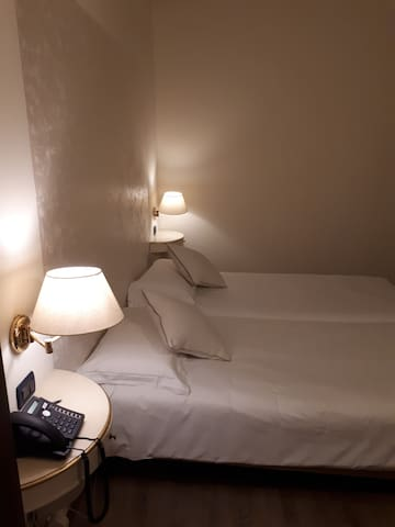 Room with FREE parking in Venice Center