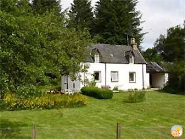 Cosy Loch Ness Forester's Cottage (Woodside) - Errogie