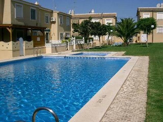 Sunny Apartment with Pool Views - San Miguel de Salinas - Byt