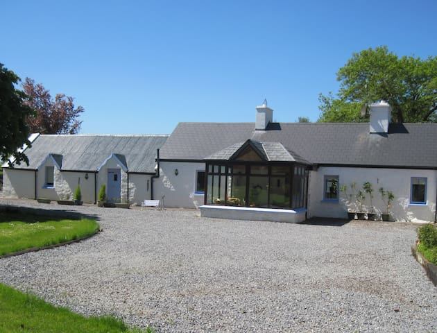 Charming character stone farmhouse - Dingle Peninsula - Hytte