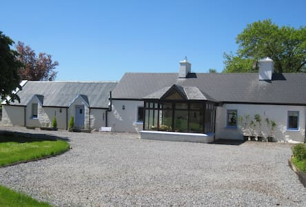 Charming character stone farmhouse - Dingle Peninsula - Mökki