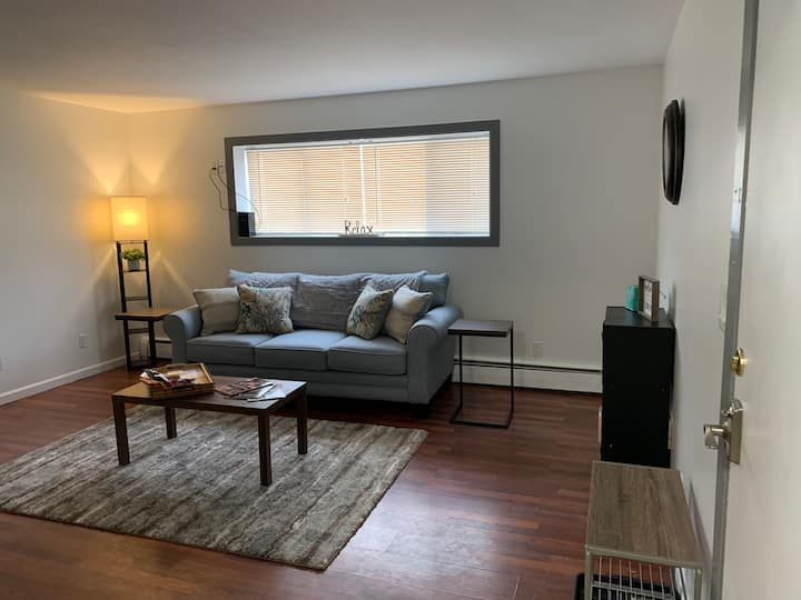 Cozy 2Br/1Ba Unit in University Area