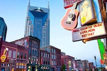 Rockabilly Suite Minutes to the Opry & Downtown!!