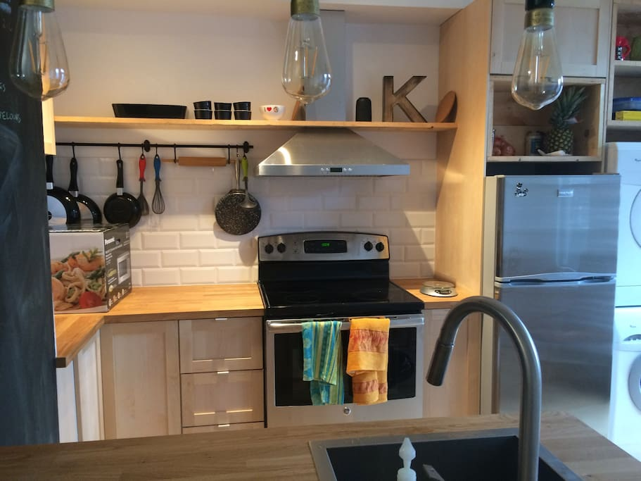 The kitchen fully equiped