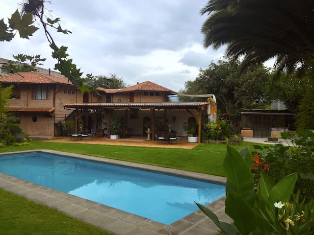 Rukka Lodge is just 20 min from Quito Airport - Quito - Hotel butique