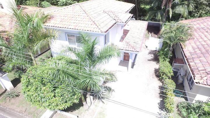 La Casa Blanca de Playa Hermosa, Guanacaste.