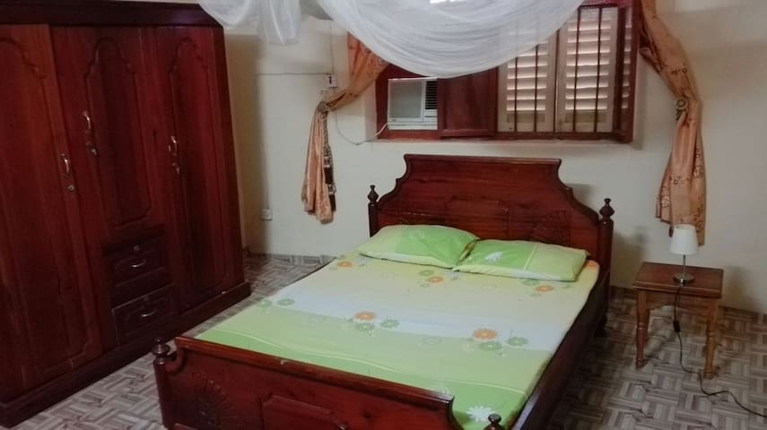 Room AC & private bathroom - Zanzibar Town - House