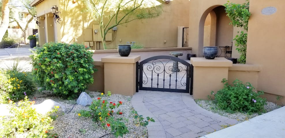 Executive style North Scottsdale Suite