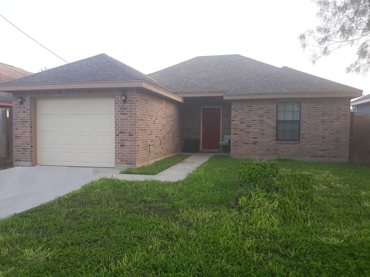 Entire house Mcallen/Edinburg easy access I2/281