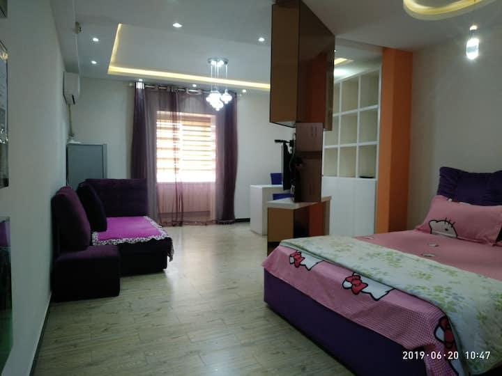 「紫色之约」华创公馆。超大一室旋转电视,近火车站,华隶影城,保百大楼