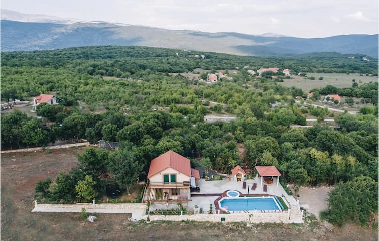 Holiday cottage with 3 bedrooms on 90m² in Grab