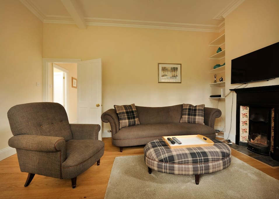 The School House has lovely Georgian proportions and is an elegant space in which to relax