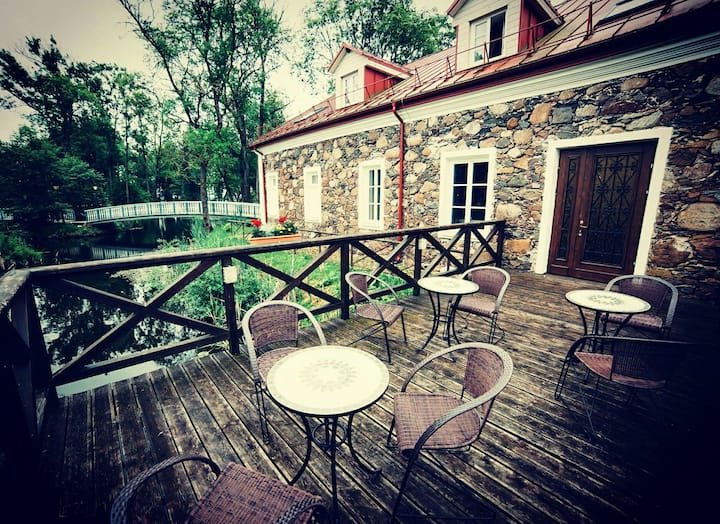 Bistrampolis Manor Carriage House Hotel