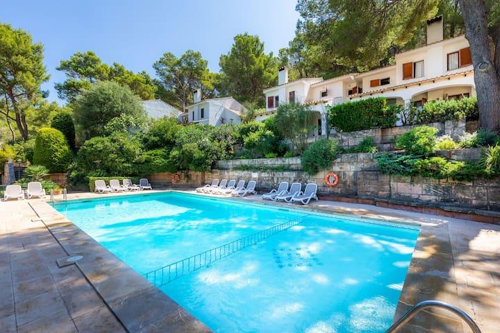 Wunderschöne Villa Botana 1 mit Garten, Terrasse, Pool und WLAN