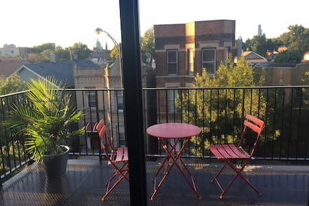 Upscale loft 10 minutes from Downtown! - Chicago - Apartment