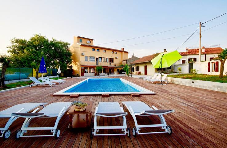 Charming apartments with the pool / Holiday apartment with the pool A3