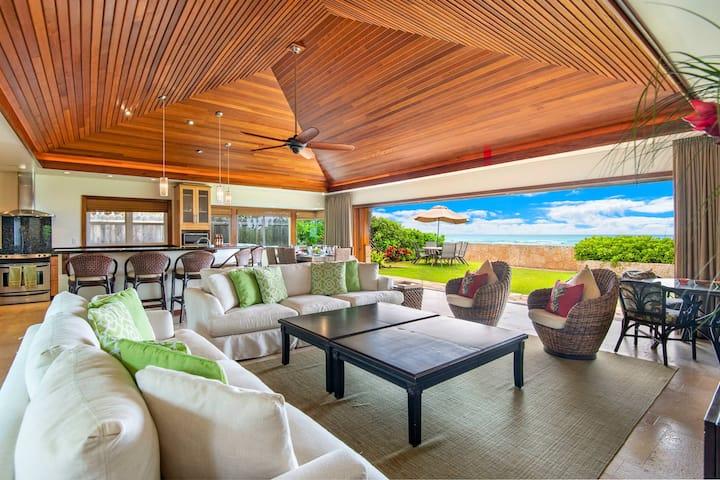 Diamond Head Tiki Estate: Oceanfront & Private Pool