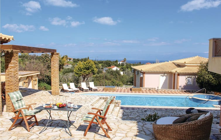 Holiday cottage with 5 bedrooms on 240m² in Koroni