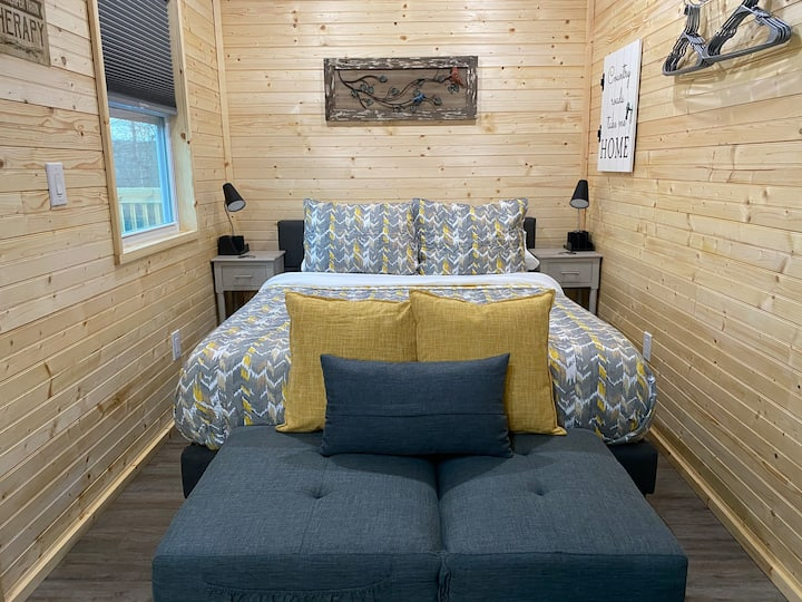 JUST BUILT! Tiny Home W/Hot Tub 15min to Asheville