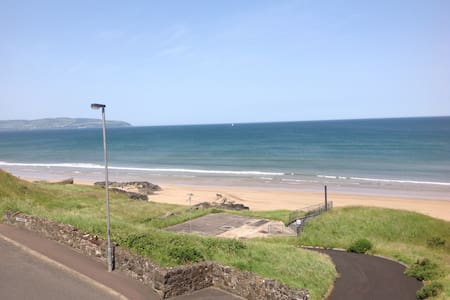 Modern Seaside 2 Bed apartment with fabulous views