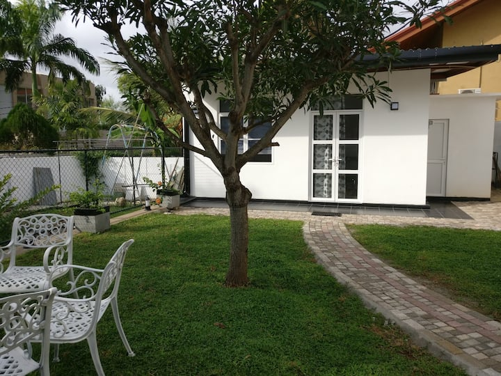 Rosa Studio Annex in Nugegoda, Sri Lanka. US$22