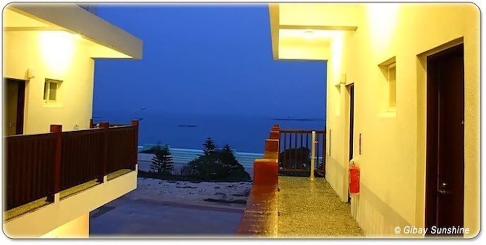 民宿位於吉貝島的精華區,世界級的黃金長尾沙灘,步行3分鍾即可到達 - 澎湖縣