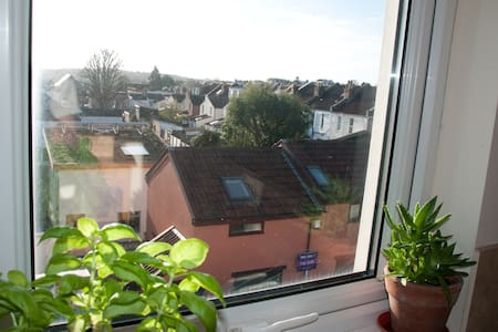 Large and quiet gloucester rd top floor flat - Bristol - Lakás