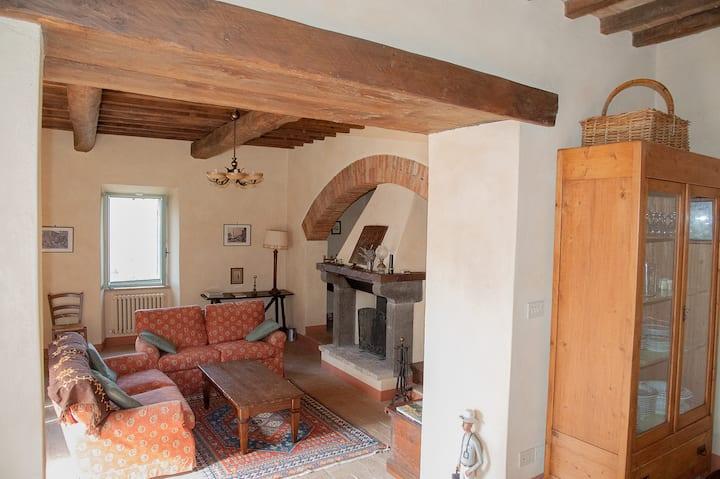 Due camere per 4 persone in casale a Todi