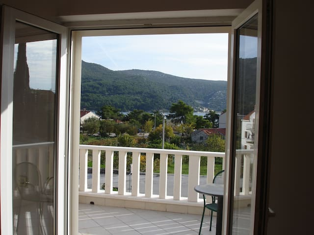 Franica's double room with terrace and sea view-R2 - Slano