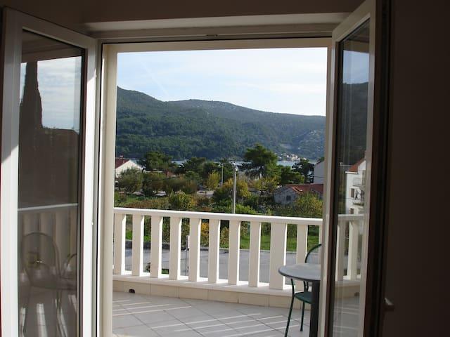 Franica's double room with terrace and sea view-R2 - Slano - Rumah Tamu