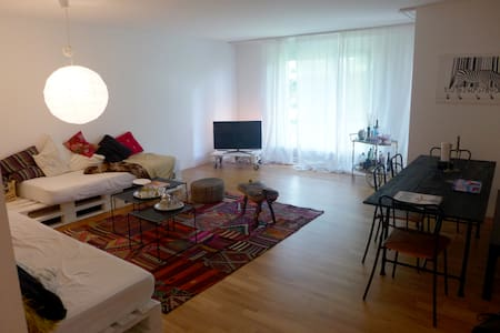 Room for Two in Zurich - Zurigo