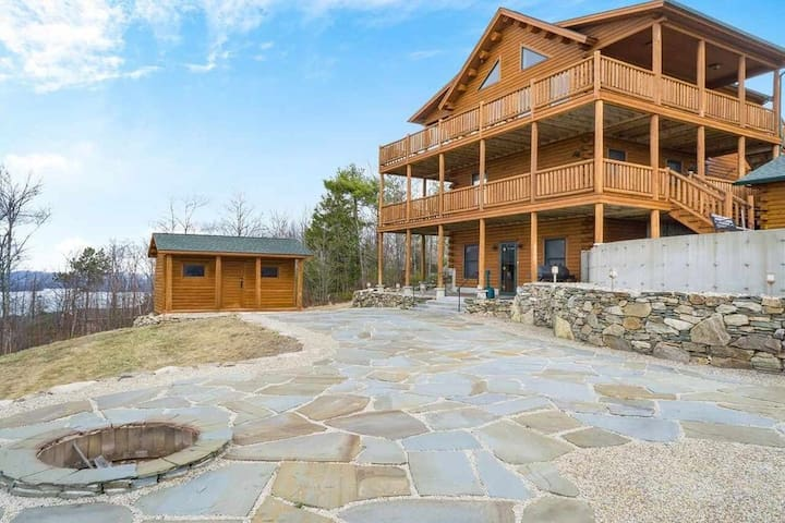 Lake Winni and Gunstock Mtn Log Home! Superb views