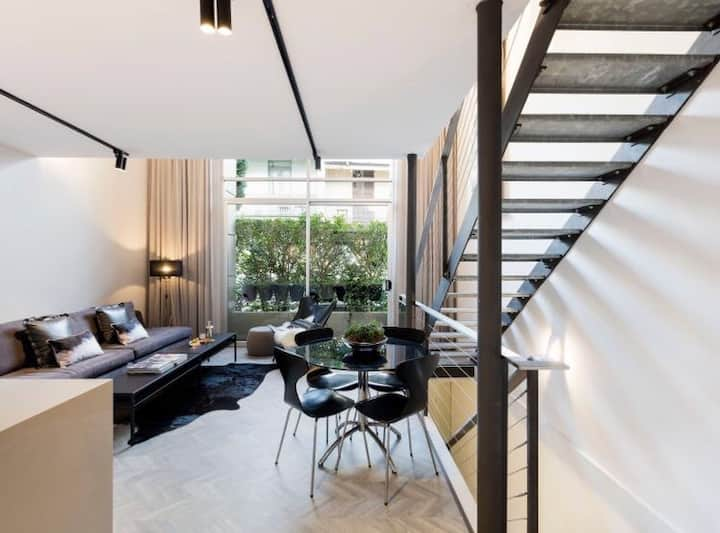 Designer 3 story loft - prime Surry Hills location