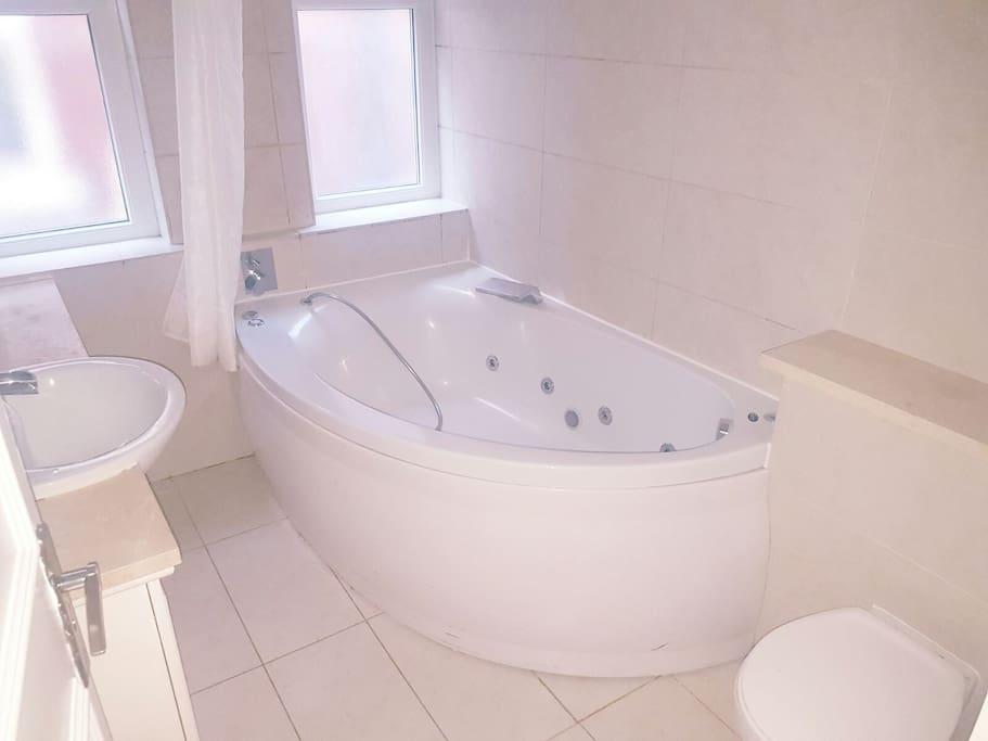 Main bathroom jacuzzi bath