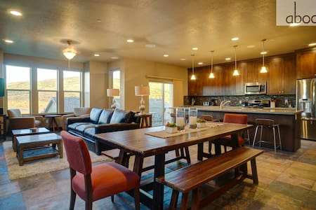 5 Min. to DV Gondola-Pool,Hot Tub,Theater,Gym Access-Sleeps 12-Mountain Haus! - Kamas