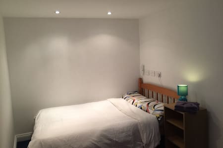 Lovely quiet annex with en-suite and free parking