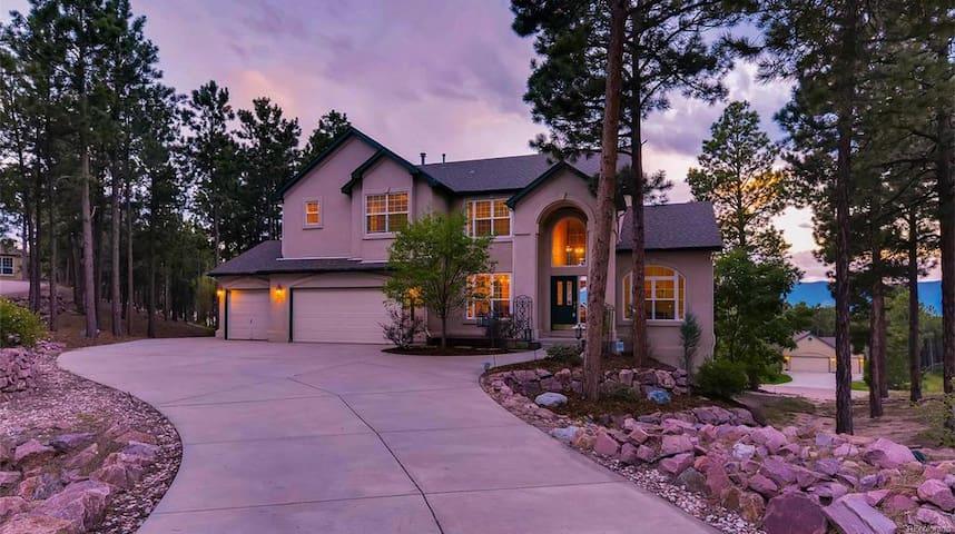 Peaceful Colorado Springs Retreat-1 bedroom avail