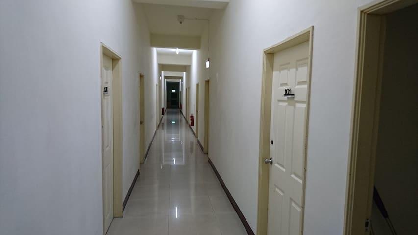 套房明亮的走廊