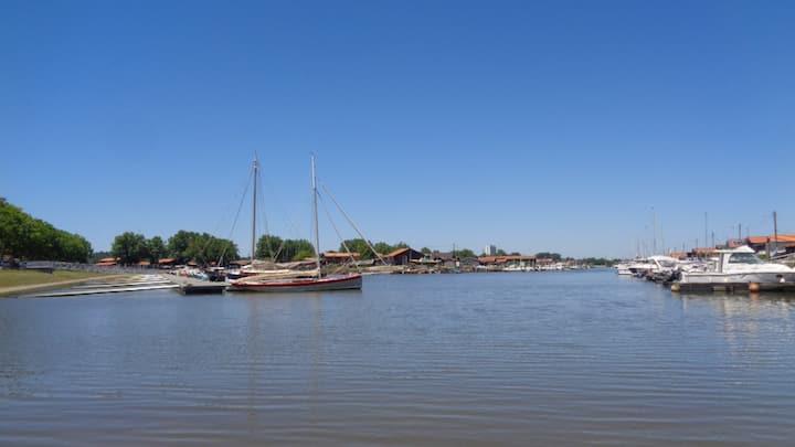 Cabane ostréicole bord de l'eau Bassin d' Arcachon