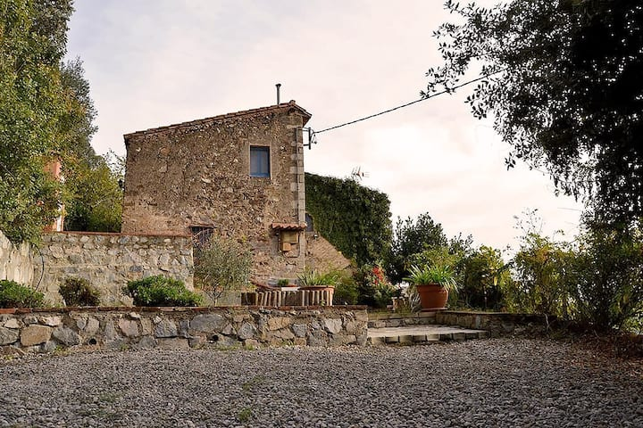Isolated Cottage with Pool, 55 km from Barcelona.